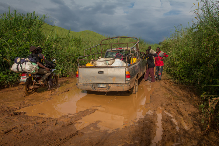 drc stuck vehicle 720x480