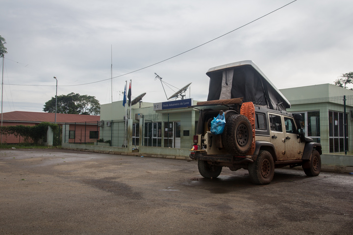 jeep luvo angola border camping 720x480