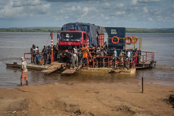 luozi ferry truck 720x480