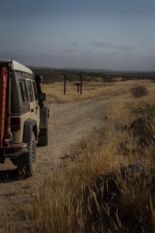 angola desert jeep 320x480