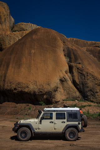 angola jeep rocks 320x480