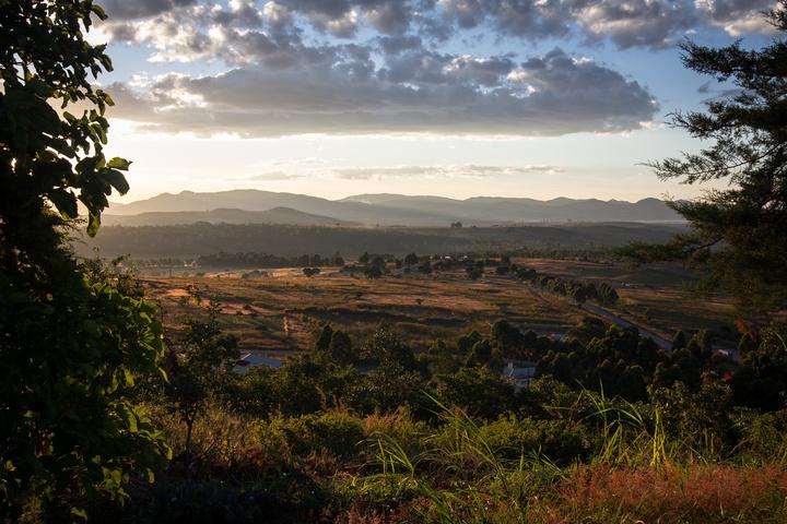 angola sunset town 720x480
