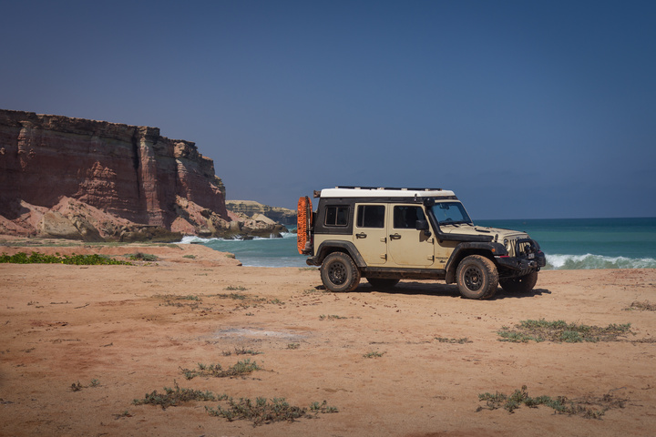 jeep beach cliff angola 720x480