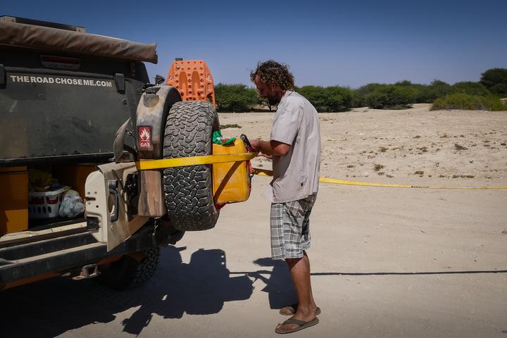 jeep extra gas namib desert 720x480