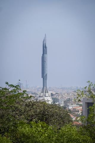 luanda president monument1 320x480