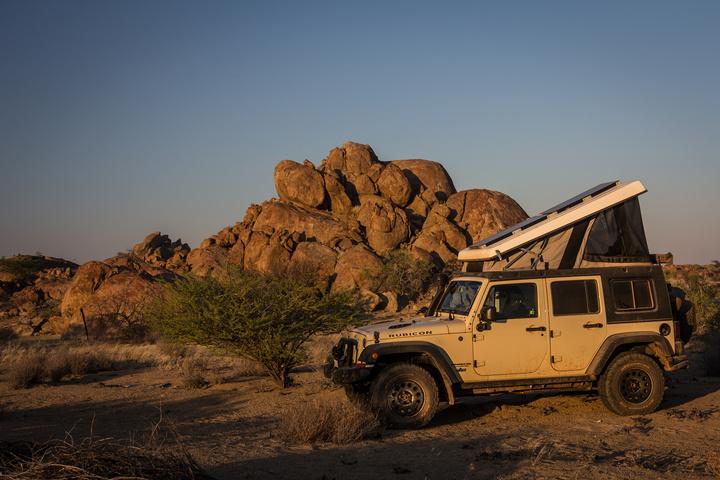 namib desert angola jeep rocks 720x480