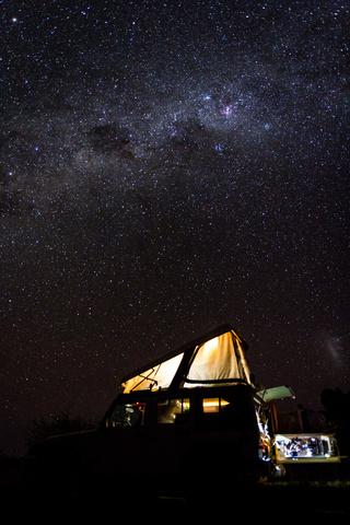 namib desert stars jeep 320x480