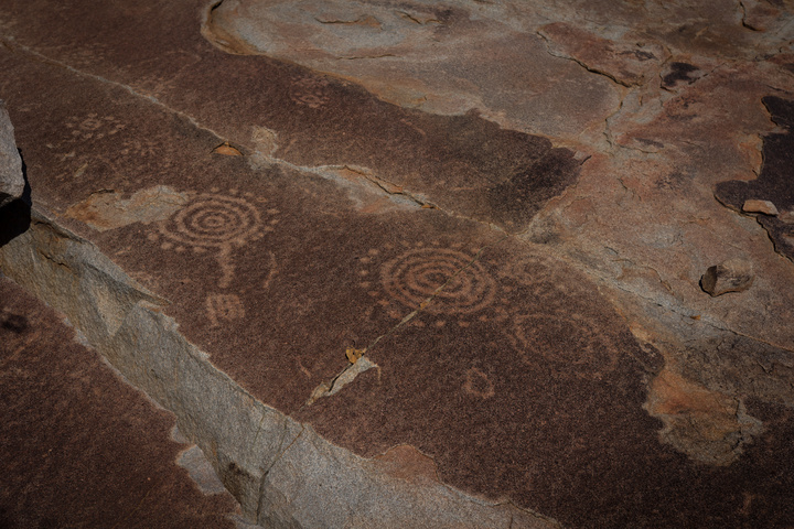 tchitundo hulo rock paintings angola rock scratches 720x480