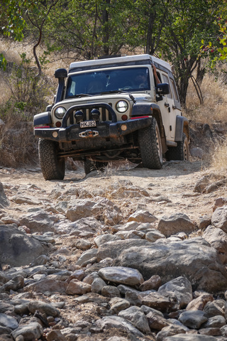 jeep namibia rocks 320x480