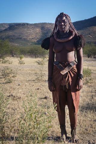 namibia himba lady 320x480