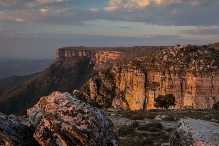tundavala gap rock sunset 720x480