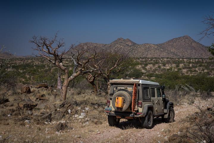 jeep rocky tracks 720x480
