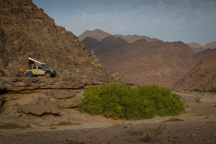 jeep wild camping above riverbed 720x480