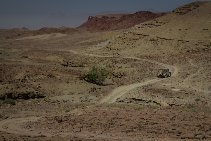 namib desert jeep rock 720x480