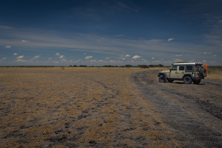 central kalahari jeep barren 720x480