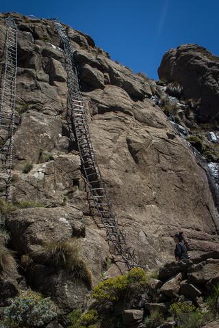 amphitheater chain ladders 320x480