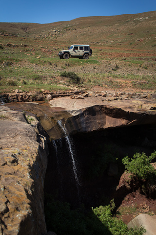 jeep lesotho waterfall 320x480