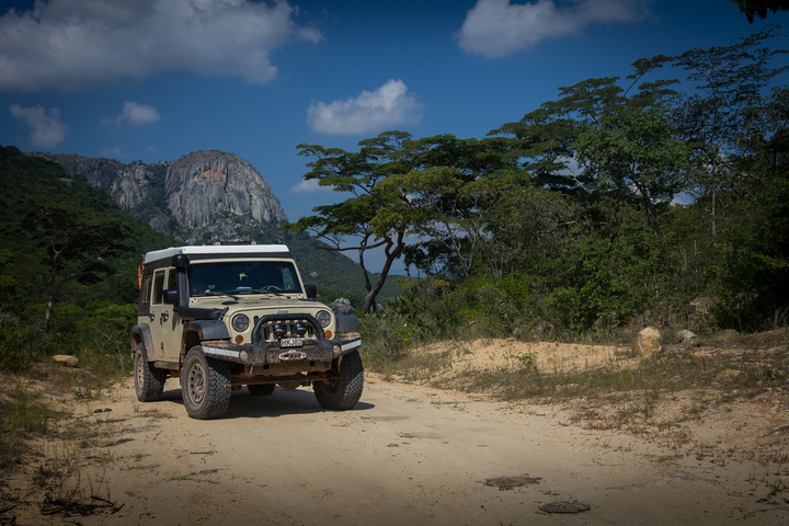 jeep mountains zimbabwe 720x480