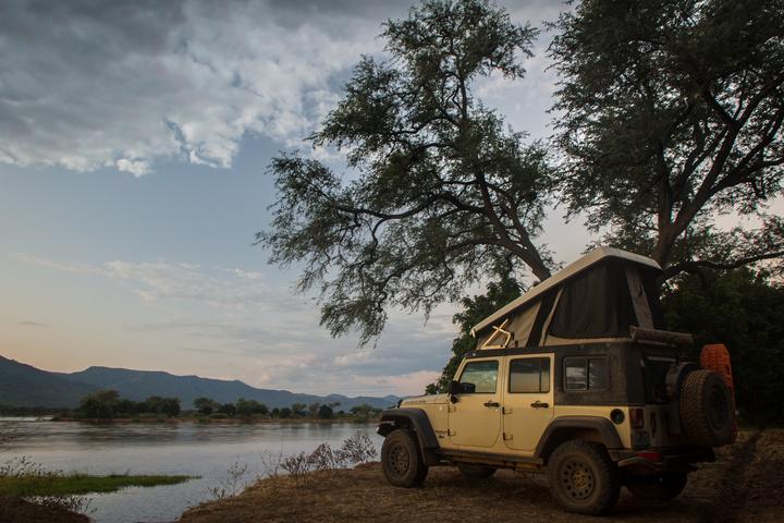 jeep zambezi river bank 720x480