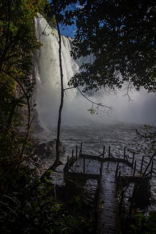 luaungwe falls bottom 320x480
