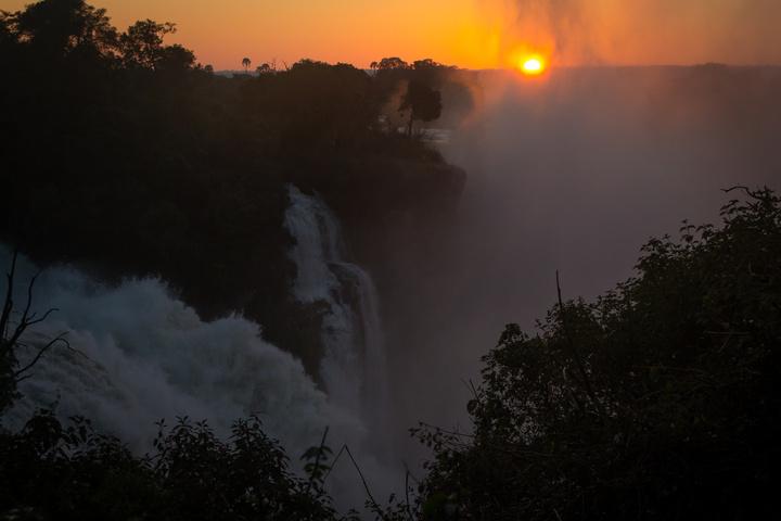 victoria falls sunrise 720x480