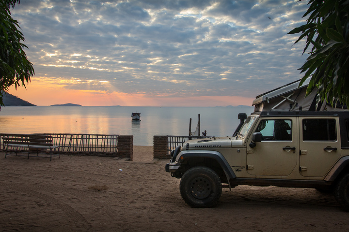 jeep lake malawi sunset 720x480