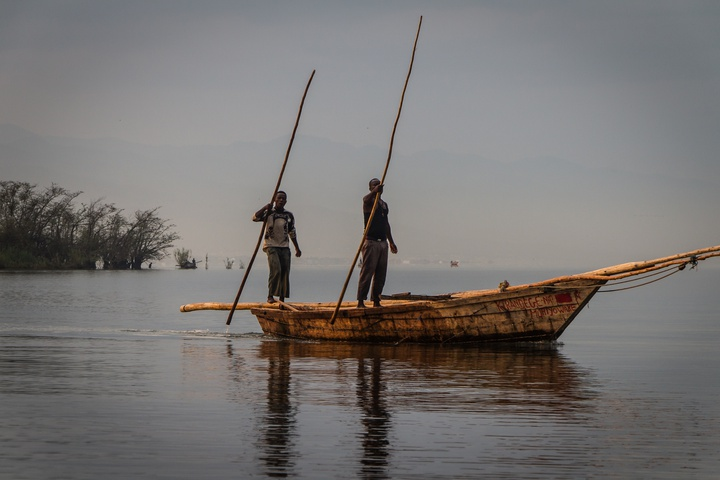 burundi men fishing 720x480