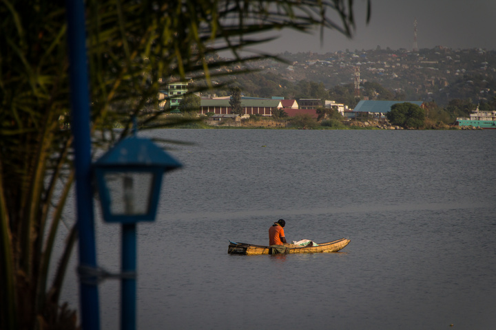 fisherman lake victoria 720x480