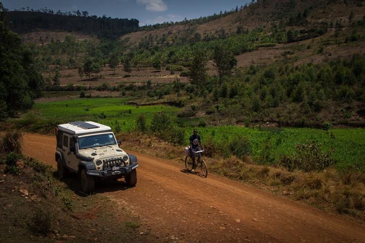jeep burundi bicycle 720x480
