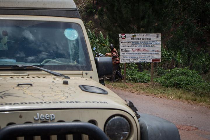 jeep in burundi 720x480