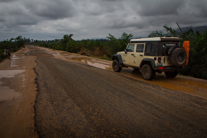 jeep paved road burundi 720x480