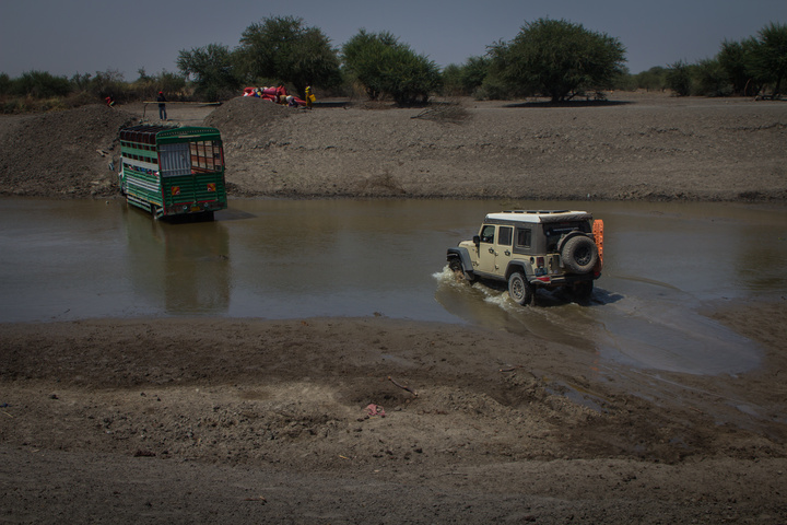 jeep tanzania river crossing with stuck truck 720x480