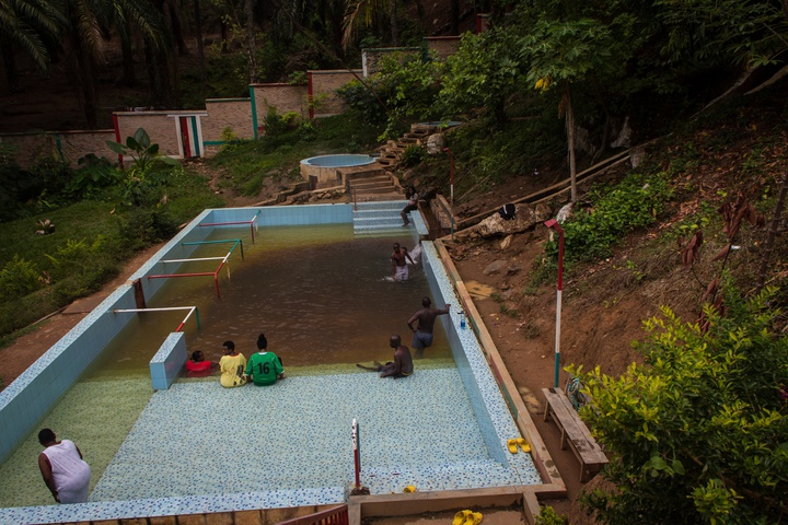 mugara hot spring main pool 720x480