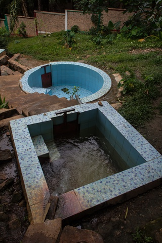 mugara hot spring small pools 320x480