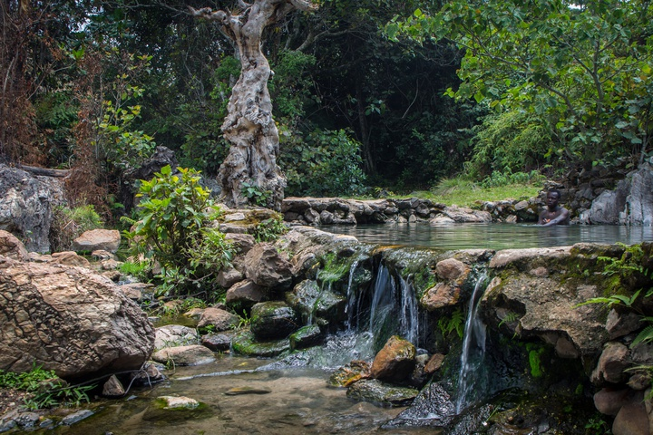 muhweza hot spring pool 720x480