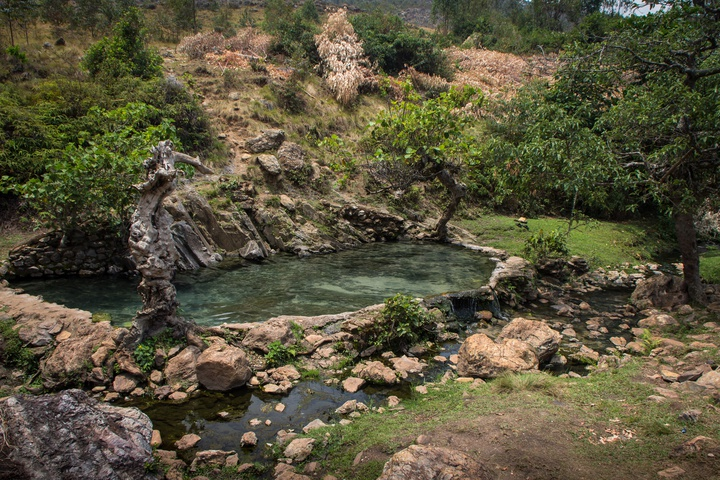 muhweza hot spring setting 720x480