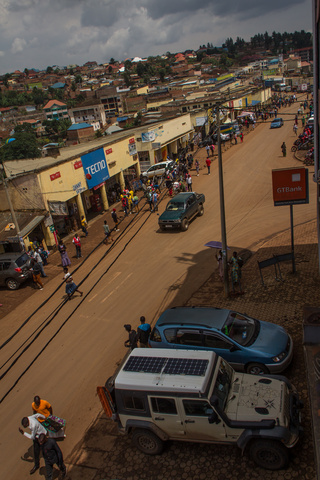 jeep in rwanda city 320x480