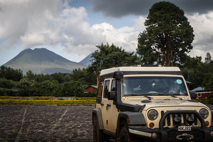jeep volcanoes rwanda 720x480
