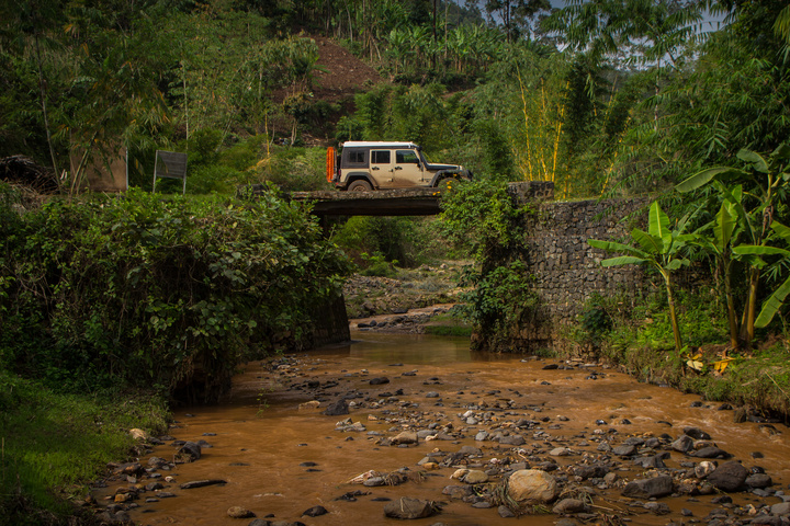 jeep wilderness bridge 720x480