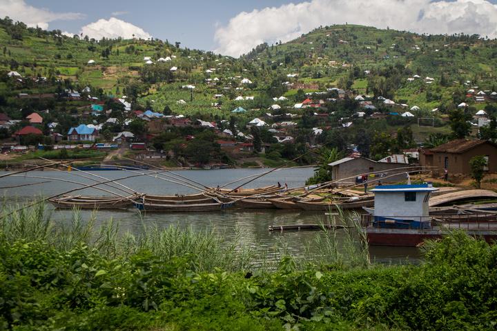 lake kivu shore 720x480