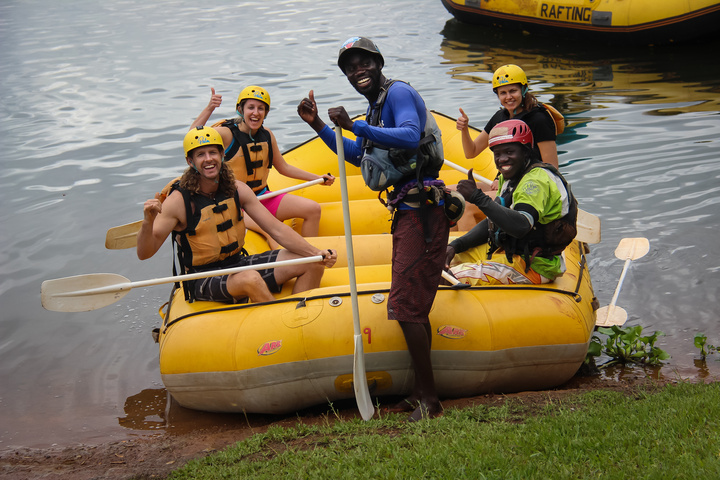 rafting crew setting out 720x480