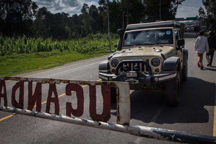 uganda rwanda border jeep 720x480