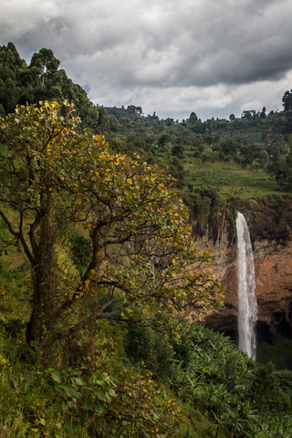 sipi falls from above 320x480