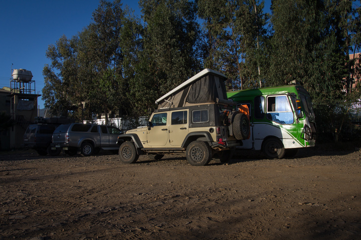 jeep camping hotel parking lot 720x480