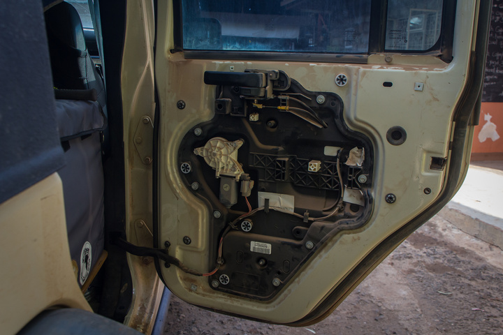 jeep door linging off 720x480