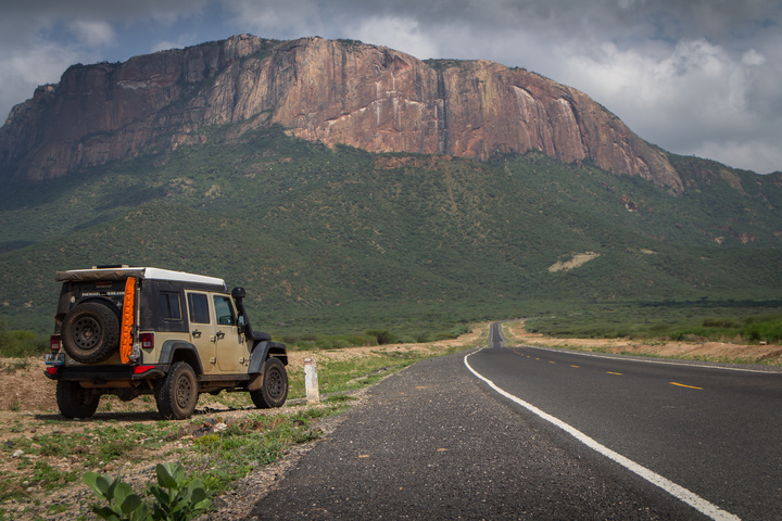 jeep heading north kenya 720x480