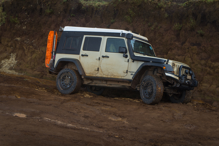 jeep in ditch kenya 720x480