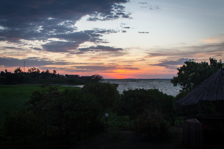 lake victoria sunset 720x480