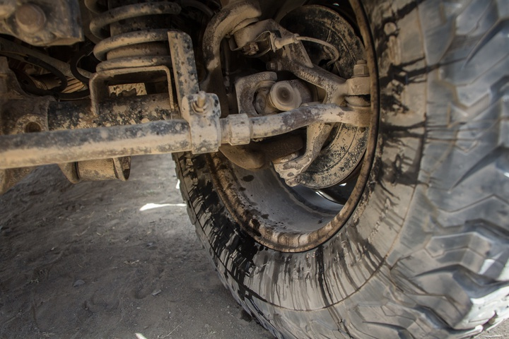 jeep lkeaing front axle 720x480