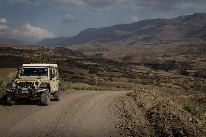 jeep mountains 720x480